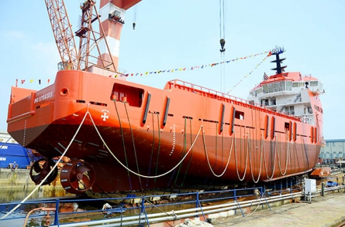 Bảo dưỡng tàu biển tránh sự ăn mòn do nược mặn và sinh vật bám trên thành tàu